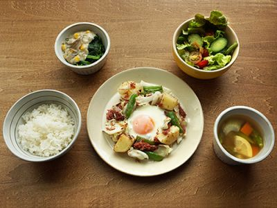 コンビーフポテトの目玉焼き定食(イメージ)